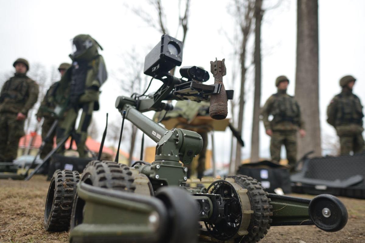 """""""Ha lesznek egyáltalán háborúk, fél évszázad múlva már robotkatonák vívják őket"""""""